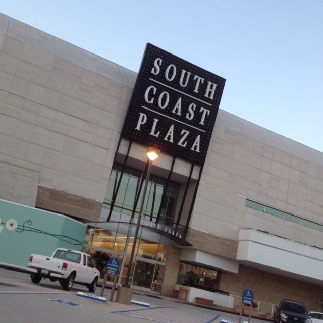 South Coast Plaza in the Costa Mesa area, California Are you looking for a cheap South Coast Plaza hotel, a 5 star South Coast Plaza hotel or a family friendly South Coast Plaza hotel?