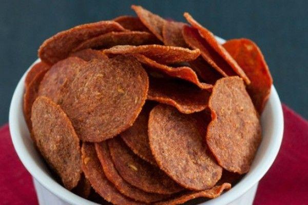 Prepara unas chips de pepperoni en microondas