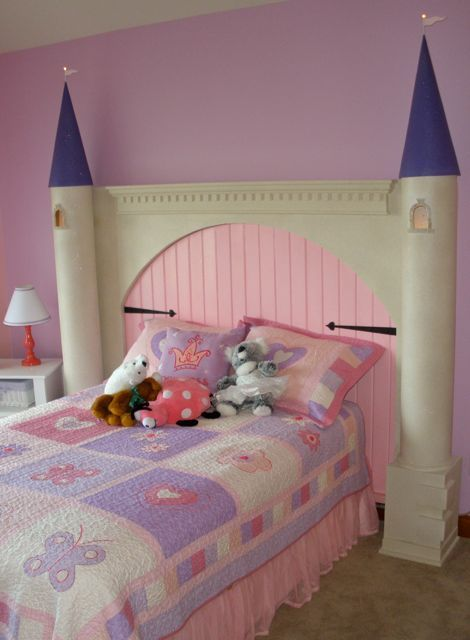 diy castle headboard - this site has the instructions to do this
