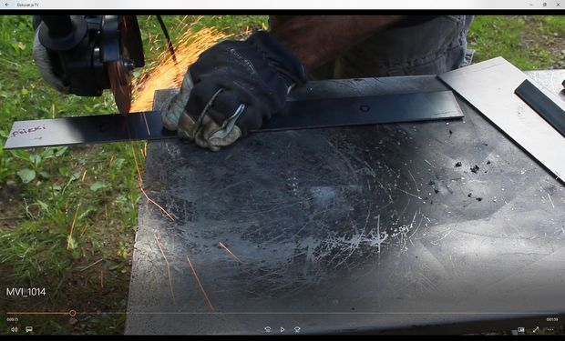 how to use angle grinder to cut straight