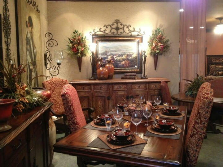 Tuscan dining room floral and tapestry dining room for Tuscan dining room ideas