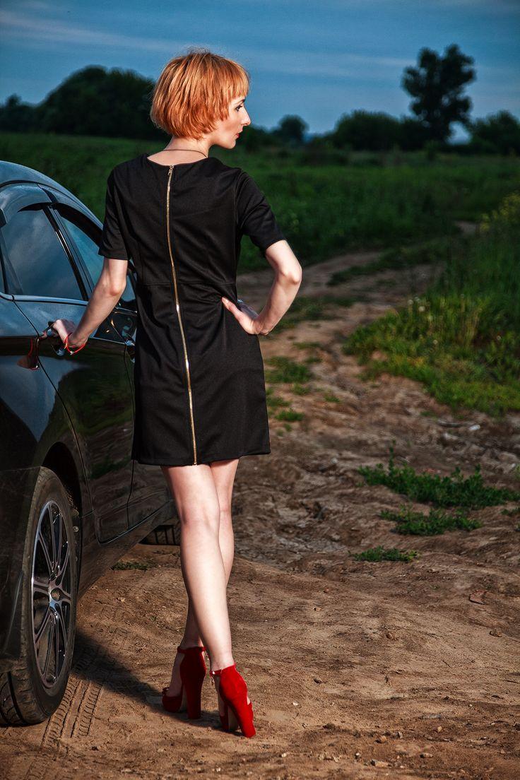 Платье с кожаной вставкой и молнией на всю спинку. Заказать можно на сайте anfoxs.com