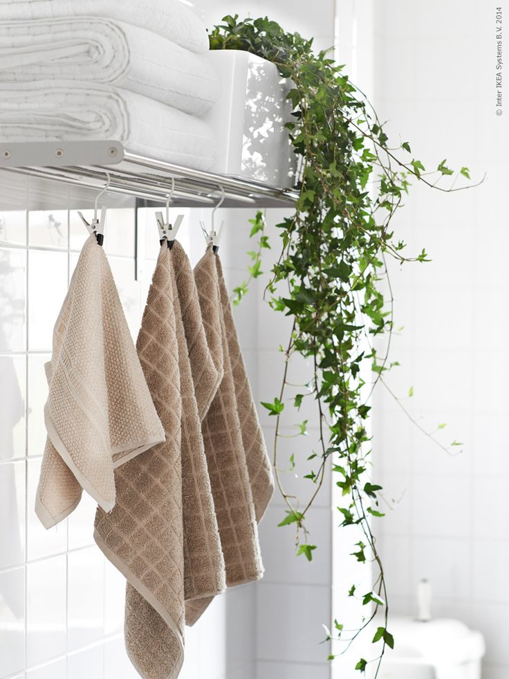 H₂Omtanke | Livet Hemma – IKEA chrome shelf with towels and trailing potted ivy