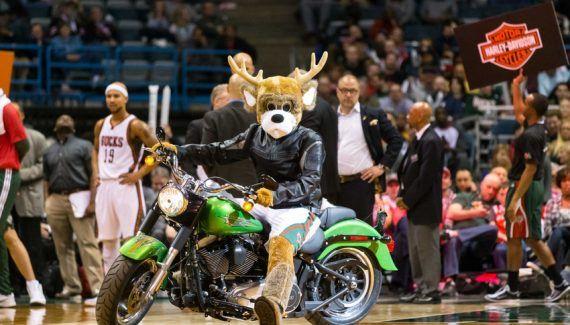 Harley-Davidson sera le sponsor des Bucks -  Présentes à chaque match des Bucks grâce à la mascotte Bango, les Harley-Davidson prendront place désormais sur le maillot de la franchise. Selon le Journal Sentinel, la franchise du Wisconsin… Lire la suite»  http://www.basketusa.com/wp-content/uploads/2017/08/harley-davidson-nba-utah-jazz-milwaukee-bucks-570x325.jpg - Par http://www.78682homes.com/harley-davidson-sera-le-sponsor
