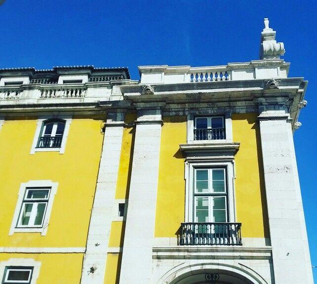 Simply luminous... #Architecture #Arquitectura #Yellow #Amarelo #Aesthetics #Lisbon #Lisboa #Portugal