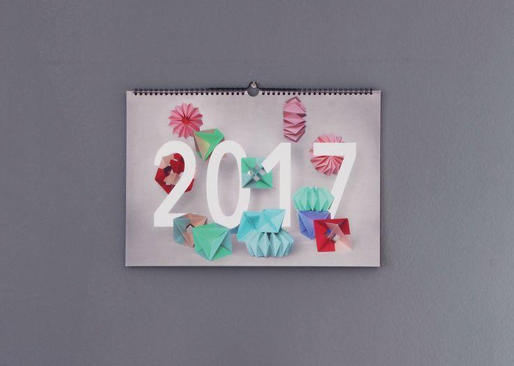 Vedi il mio progetto @Behance: \u201c2017 Origami Calendar\u201d https://www.behance.net/gallery/42110317/2017-Origami-Calendar