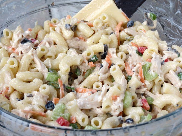 ¿Cómo hacer ensalada de pollo macarrones    YummyAddiction.com