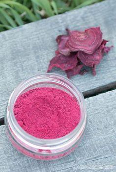 Aprende hacer la remolacha en polvo. Es fácil de hacer y sirve como suplemento alimenticio y/o colorante natural para comidas y cosméticos naturales caseros. #cosmeticosnaturales