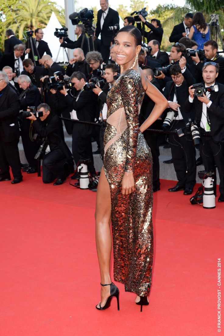 Absolument divine ! Le top Arlenis Sosa a enchanté le Tapis Rouge dans sa robe dorée. #Festival #Cannes #Croisette #Hair #FranckProvost #Glamour #Cannes2014 #FPCannes2014