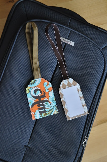 Personalized Fabric Luggage Tags - Great tutorial on how to make these! Would make finding your bag at the airport so much easier!