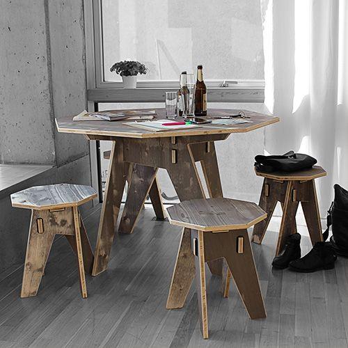 Hier haben wir um mehrere Ecken gedacht! Herausgekommen ist eine Sitzgruppe mit dem gewissen Etwas. Tisch- und Sitzfläche sind achteckig, die Standbeine eine raffiniert-verwinkelte Konstruktion nach den Regeln des Werkhaus-Stecksystems.  http://www.werkhaus.de/shop/index.php?cat=c594_Dreischicht-Moebel-Dreischicht-Moebel.html