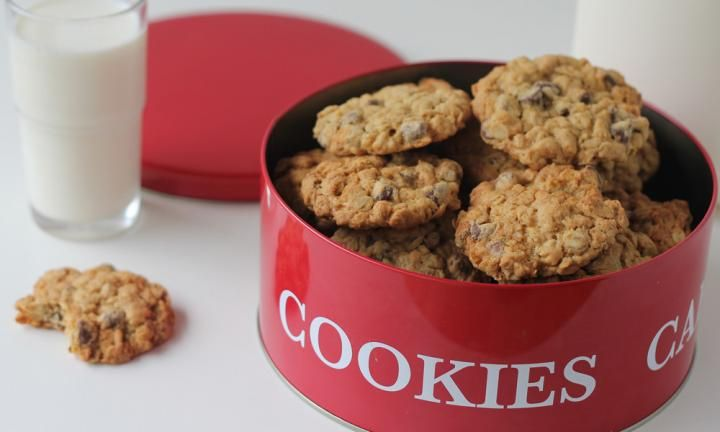 These choc chip oatmeal cookies will please the kids and fill the biscuit barrel with yummy treats. Pop one or two in the lunch box as a surprise.