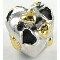 Sød hjerteformet charm med sorte og gyldne hjerter.