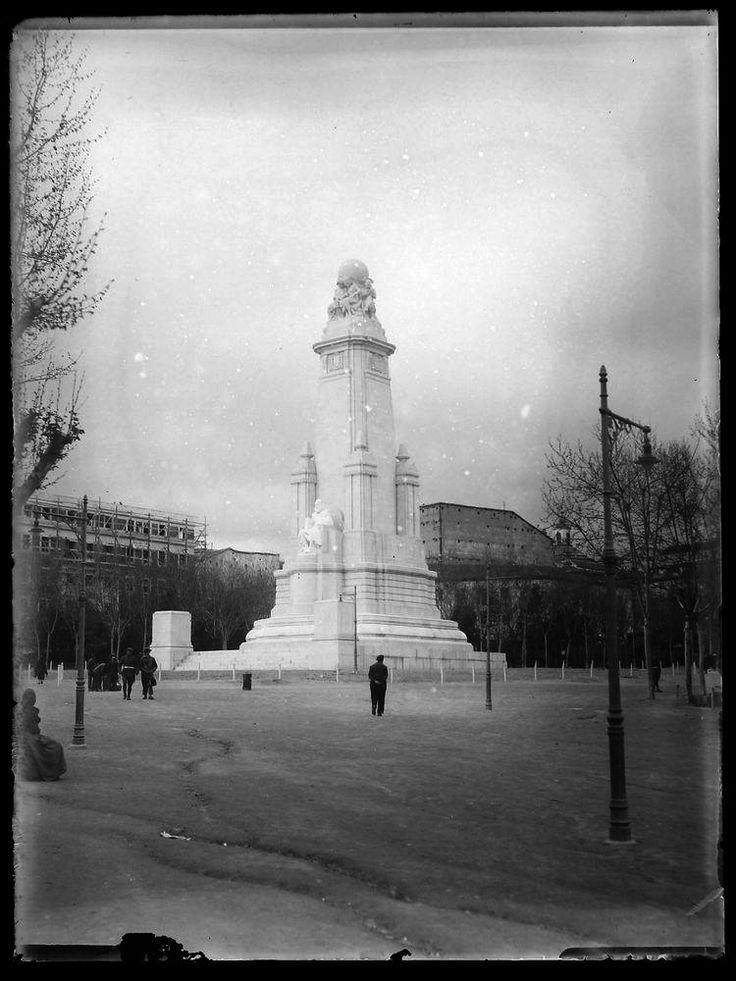 Monumento a Cervantes en la Plaza de España, finales de la década de 1920. Autor desconocido. Museo Municipal de Madrid