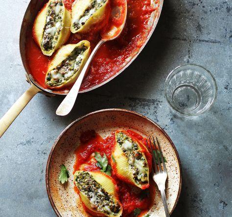 Pastaschelpen gevuld met gorgonzola en walnootkruim