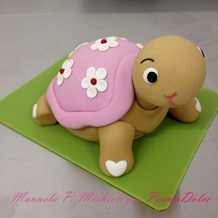 Fondant turtle topper made to be like the bonbonniere used for this Christening celebration - Made in ParmaDolce by Manuela P. Michieli