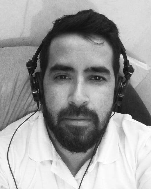 Thinking out loud ...  #moncadad #blackandwhite #blancoynegro #beard #bearded #justlistening #music #headphones #goaway #keepgoing #sunday #domingo