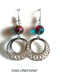Boucles d'oreilles en perle de verre turquoise filet doré et  fushia et estampe ronde argentée