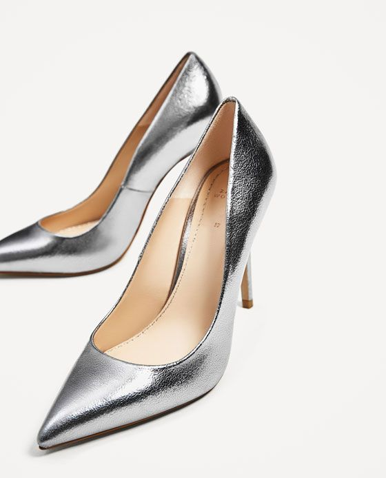 LEDERPUMPS IN METALLIC-LOOK 70€