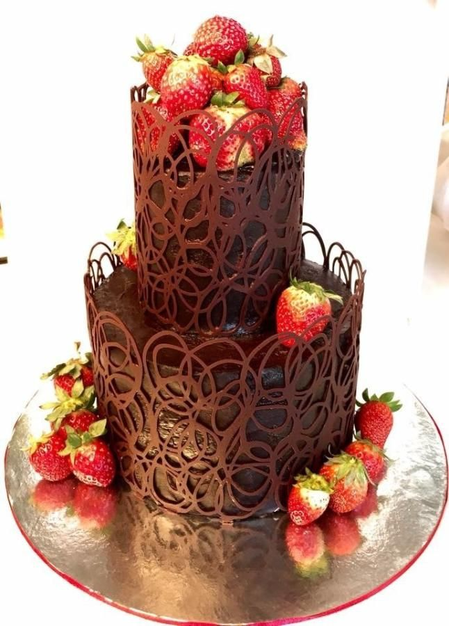 Strawberries and chocolate lace  - Cake by The Pouff