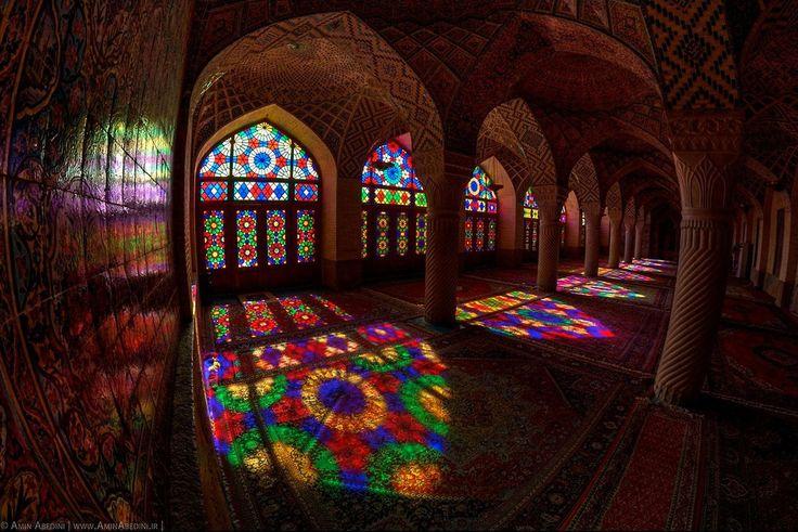 Zapierające Dech W Piersiach Zdjęcia Z Meczetu Nasir Al-Molk Skąpanym W Słońcu! - Interesujace.com