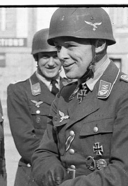 """Major Martin Schächter -- RK: 12-5-40 Führer Sturmgruppe """"Eisen"""" in der Fallschirmjäger Sturmabteilung """"Koch"""""""