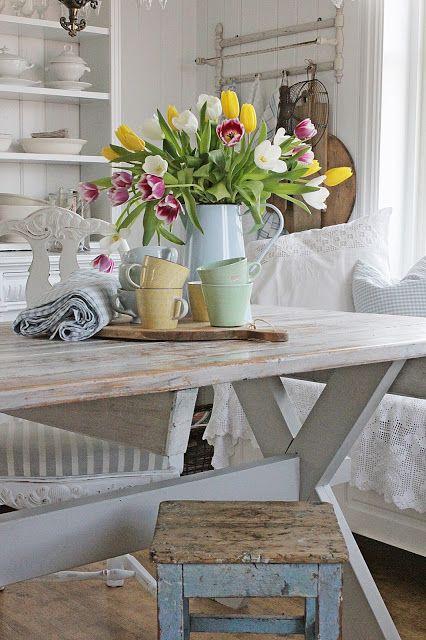 VIBEKE DESIGN: fresh flowers in dining room
