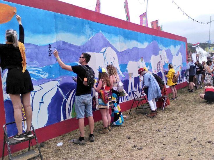 Painting elephants by Bella's Bridge. DH Glastonbury Live (@GlastoLive) | Twitter