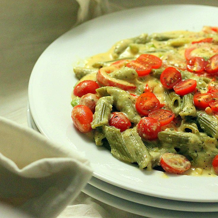 Spinach Penne with Red Bell peppers, Cherry tomatoes in Chipotle Habanero garlicky Cashew cream sauce. vegan - Vegan Richa