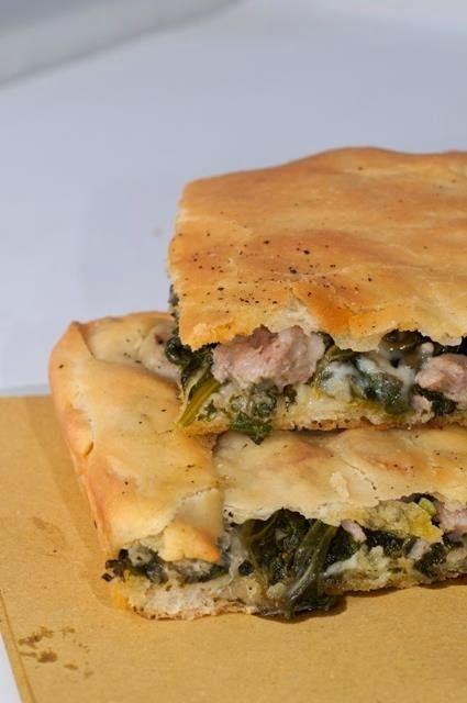 Appunti di cucina di Rimmel: Pizza con salsiccia, friarielli e provola