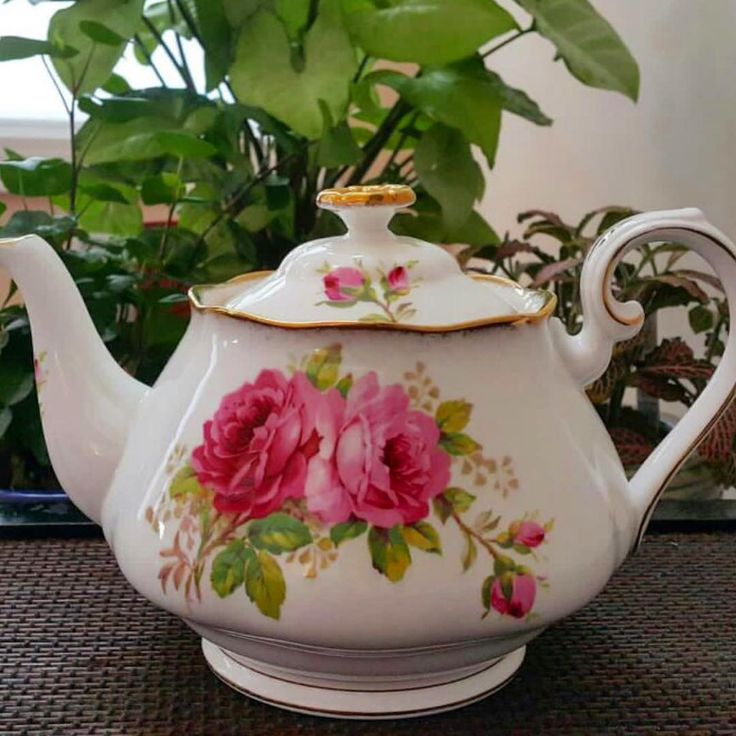 Vintage teapot by RA American Beauty