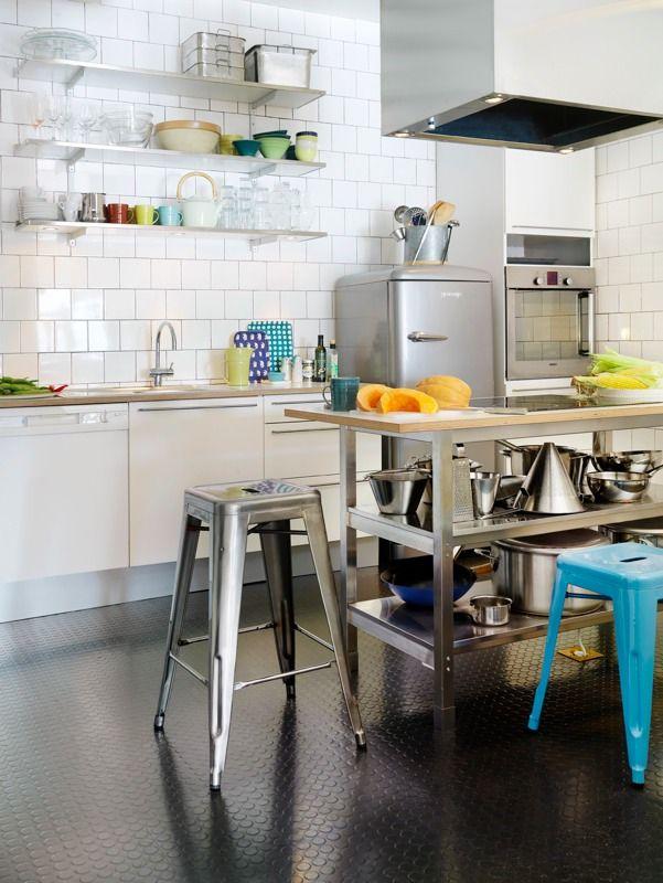 【シックでキッチュでメタリック】スッキリしたキッチン | 住宅デザイン