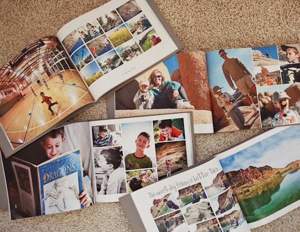 great step-by-step tutorial for making a yearly photo book {via @iheartfaces