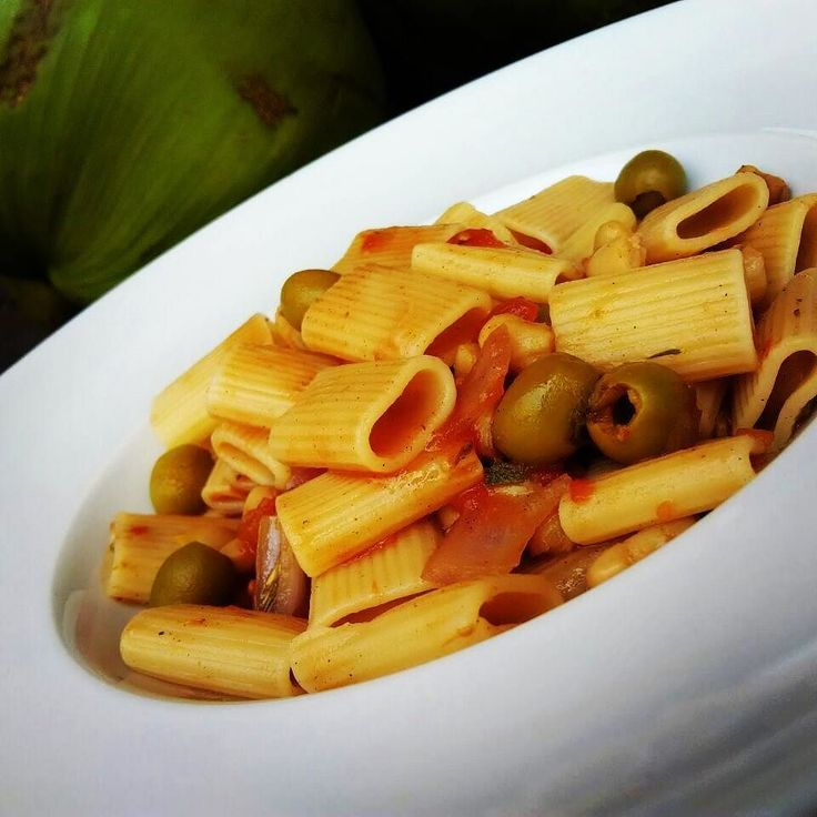 Vegan lunch - Cannellini Green Olive Pasta - Rigatoni pasta flavored with a garlicky tomato sauce with red onions mixed with cannellini beans and green olives - flavorful pasta dish for Italian food lovers  #vegan #veganeats #vegancook #veganfoodporn #veganfood #foodtube #foodblogger #foodporn #veganism #veganlifestyle #foodspotting #foodismedicine #homecooking #cooking #plantbased #organicfood #vegetarian #easy2bvegan #vegans #veggies #crueltyfree #foodblog #weightloss #rawfood #rawvegan…