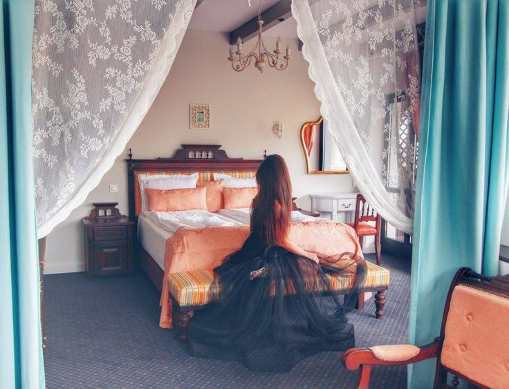 One of the most beautiful rooms at Conacul Bratescu, so romantic and stylish! Loved the grey wooden beams, the salmon blankets and chairs, the romantic curtains with lace insertions.