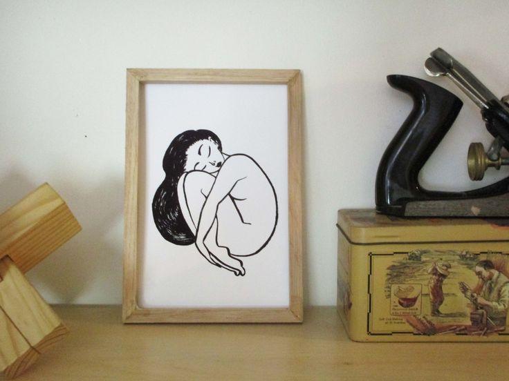 En Boule. Illustration à l'encre de chine.  Illustration, femme, encre, minimaliste,