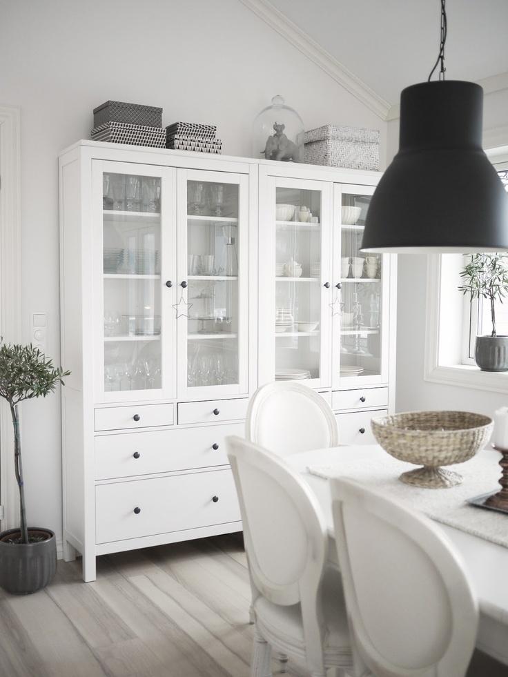 copia lo stile vetrine hemnes e lampade hektar di ikea. Black Bedroom Furniture Sets. Home Design Ideas