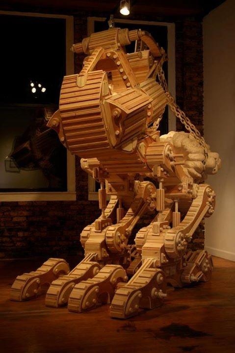 De kunstenaar Michael Rea maakt bijzondere houten creaties in verschillende maten en vormen zoals tijdmachines, spaceshuttles, instrumenten, machinegeweren, etc. Op zijn site vind je meer van zijn werken.