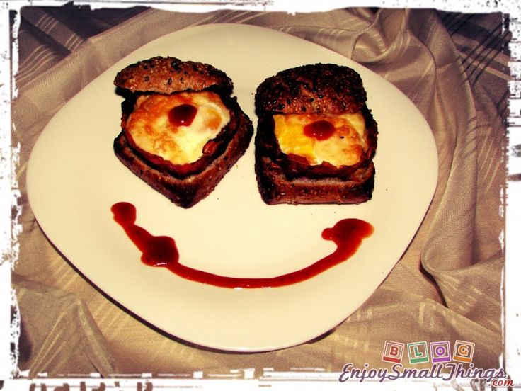 mr smile baked eggs in bread buns with bacon-and-cheese