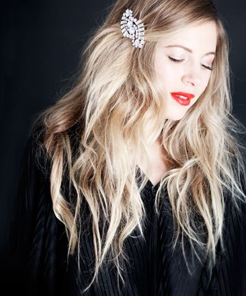 An Art Deco-inspired clip keeps back a sweet side sweep.: Hair Colors, Messy Hair, Holidays Hair, Waves, Blondes, Red Lips, Cute Hair, Hair Clip, Hairclip
