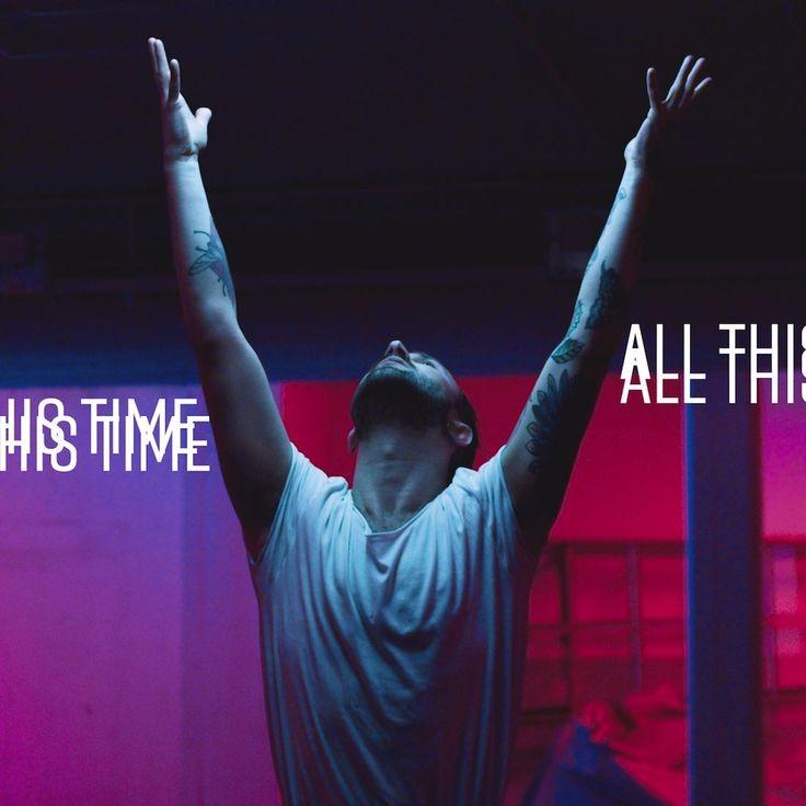 Moment är tillbaka med singeln All This Time vars video du kan se här.