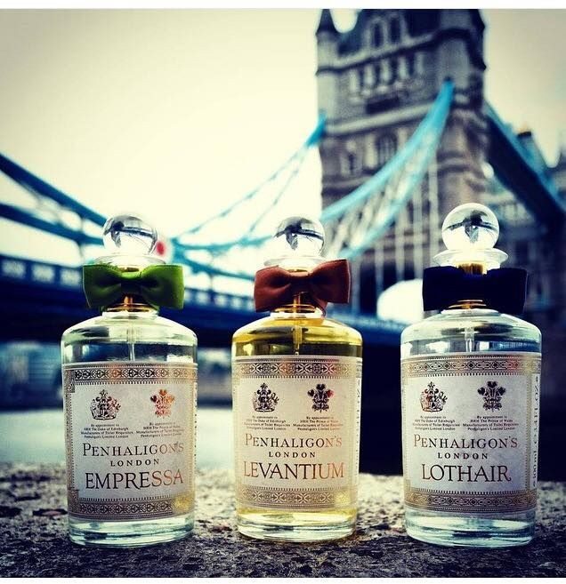 Dünyanın en meşhur ve en prestijli parfüm markalarından İngiliz PENHALIGON'S parfümleri artık Makyajtrendi.com'da satışta! Penhaligon's, berber ve parfümör olan William Penhaligon tarafından 1870 yılında Londra'da kuruldu. Kraliyet ailesinden Mihracelere, İngiliz Ulusal Balesi'nden Türk hamamlarına, Londra'nın tarihi dok alanlarından Hindistan'ın Ticaret Yollarına kadar ilhamını dünyanın her yerinden ve her şeyden alan Penhaligon's parfümleri ile kendinizi özel ve ayrıcalıklı…