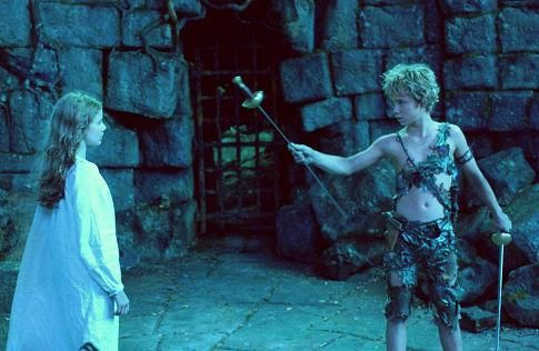 Still of Jeremy Sumpter and Rachel Hurd-Wood in Peter Pan (2003) http://www.movpins.com/dHQwMzE2Mzk2/peter-pan-(2003)/still-3476199424