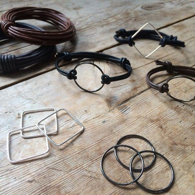 In stores now. Waxed cotton cord DKK 7,77 / € 1,12 / SEK 10,70 / 9,98. Pendants for DIY DKK 8,80 / € 1,27 / SEK 11,98 / NOK 11,44 #diy #smykker #hobby #bracelet #armbånd #gørdetselv #krea #sostrenegrene #søstrenegrene