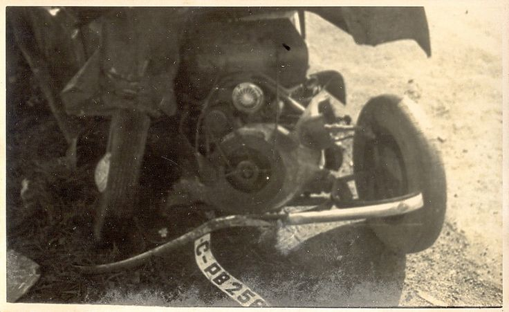 https://flic.kr/p/BvKVVB | Old Cars | Accident