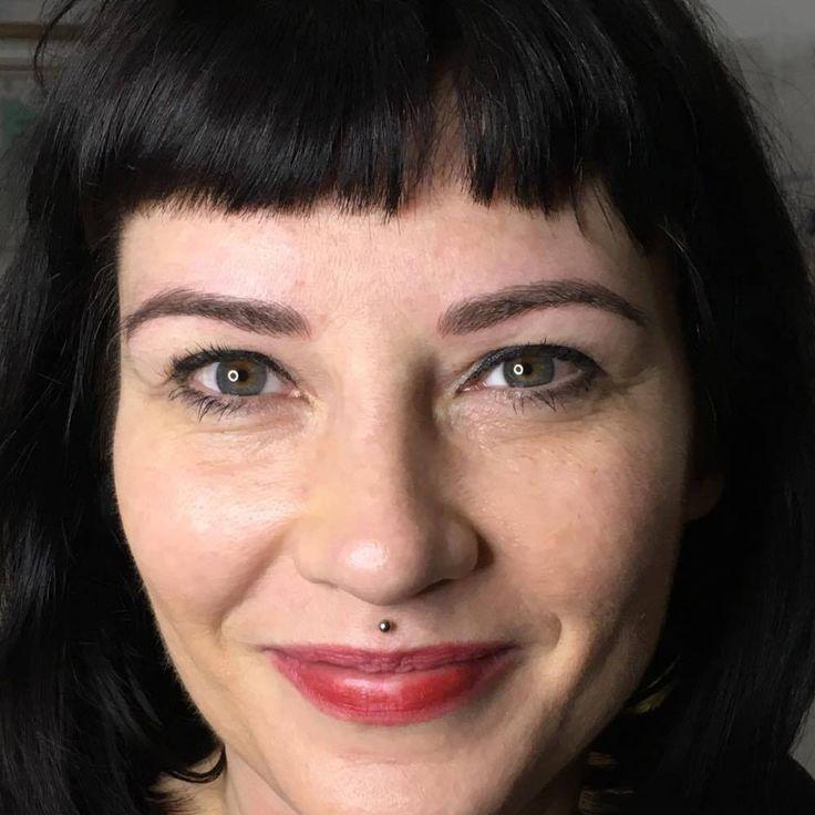 Microblading looks natural permanent makeup eyebrows