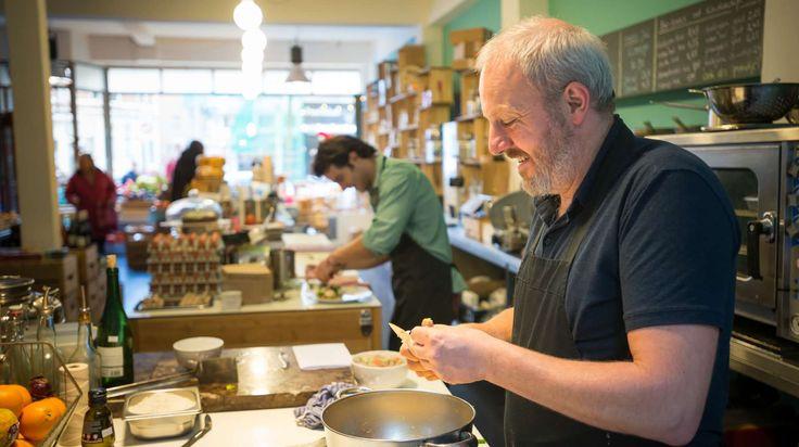 Kom lunchen bij Buiten, de huiskamer van de Nieuwe Binnenweg. Salade, soep, belegde boterhammen en huisgemaakte gerechten. Ook om mee te nemen.