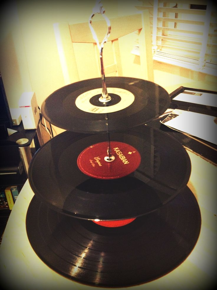 Vinyl record cake stand. The records were rubbish so I wet to charity shops to try and find better ones but wasn't a lot of choice. There's Bowie/jagger dancing in the street, kasabian empire and a johnny cash one.