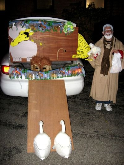 Trunk or Treat decorating ideas. This one is really creative! #trickortreat #craft #Noah