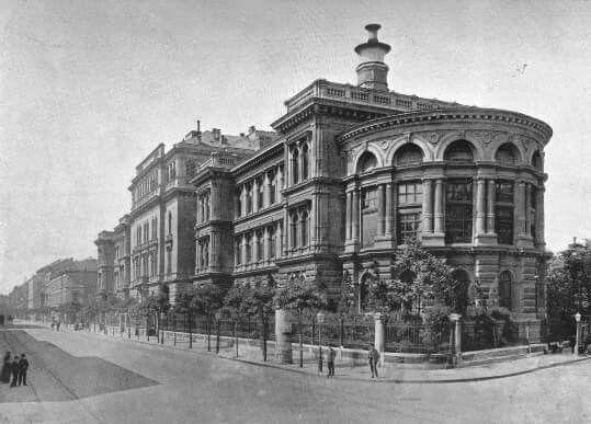 Magyar Tudományos Egyetem - 1896 VIII. Üllői út (Mária u sarok) /millenium.blog.hu
